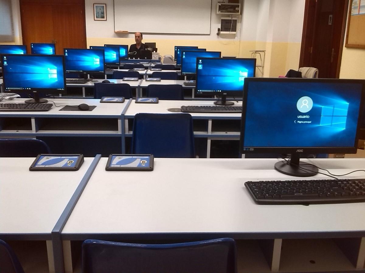 Profesjonalne monitory poleasingowe – sposób na spore oszczędności w firmie